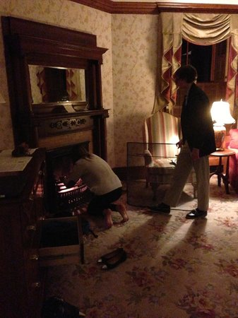 Mohonk Mountain House : Getting fireplace lit