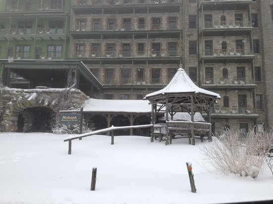 Mohonk Mountain House: Entrance to hotel