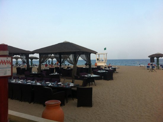Fujairah Rotana Resort & Spa - Al Aqah Beach: The restaurant on the beach