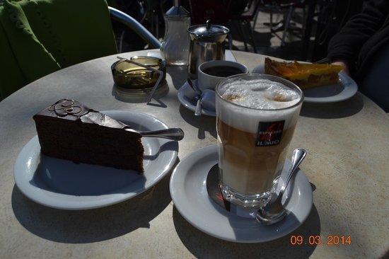 "Cafe Troglen: ""Cafe Tröglen"" Q delicia de Pasteles!!!"
