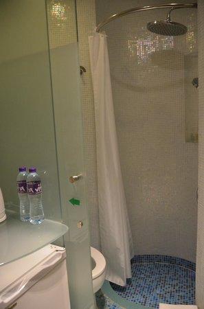 Dorsett Mongkok Hong Kong: Blick ins Badezimmer