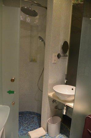 Dorsett Mongkok Hong Kong: Badezimmer