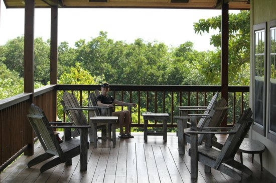 Tranquilo Bay Eco Adventure Lodge : Wonderful deck off the main lodge