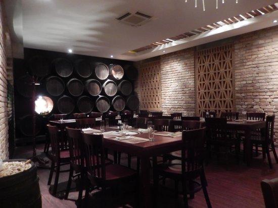 BorLaBor Restaurant: Restaurant Interior