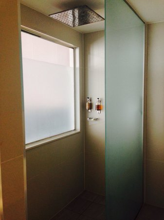 Holiday Inn Bristol City Centre: Separate shower in suite