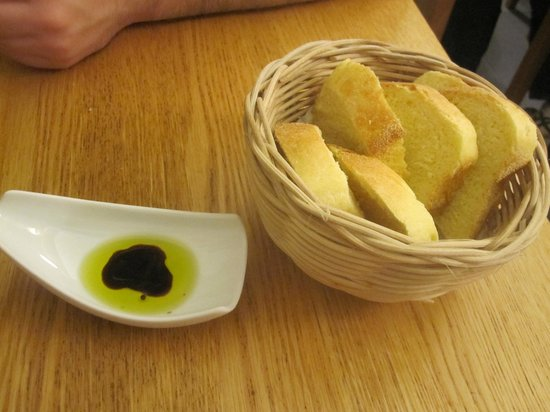 piu trattoria & espresso bar: Really amazing bread