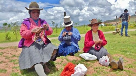 Moray: Knitting ladies