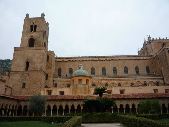 Duomo di Monreale : nel chiostro