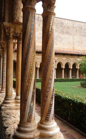 Duomo di Monreale : alcune  colonnine con i mosaici