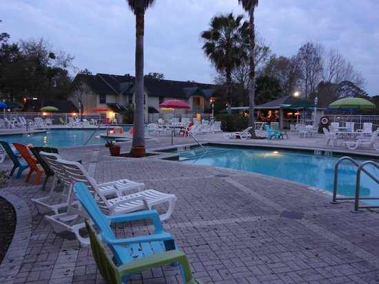 Oak Plantation Resort : Beautifully lit at night