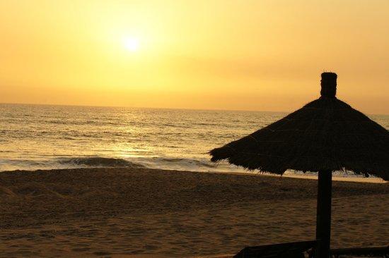 La Pierre de Lisse: coucher de soleil sur la plage