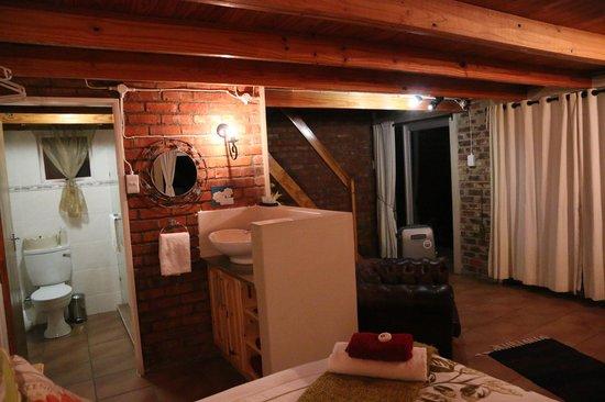 De Ark Mountain Lodge : Eingang und Bad