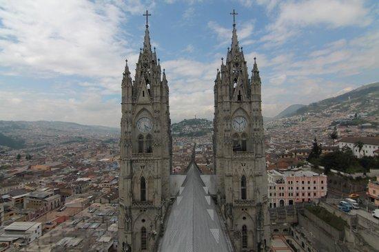 Basílica: Between two towers