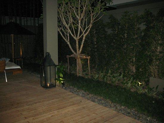 V Villas Hua Hin, MGallery by Sofitel: romantischr Kerzenschein nach dem dinner in der Villa