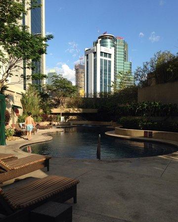 Sheraton Imperial Kuala Lumpur Hotel : Swimming area @ 5pm
