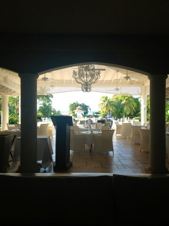 Sunscape Cove Montego Bay: View of the terrace restaurant from the lobby