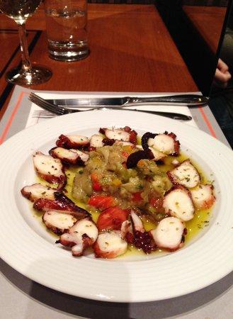 Athinaikon Restaurant: Grilled octopus 10 E
