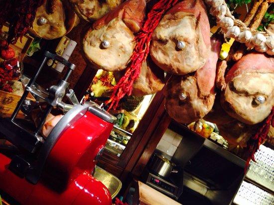 La Taverna di Via Stella: L'affettatrice