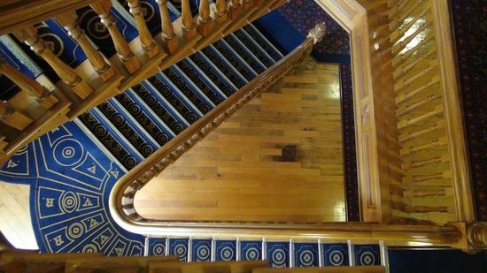 Old Government Buildings : The stairs looking down
