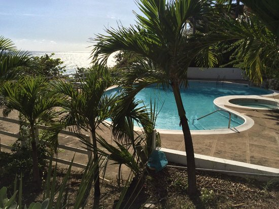 Treasure Beach Hotel: Górny mniejszy basen