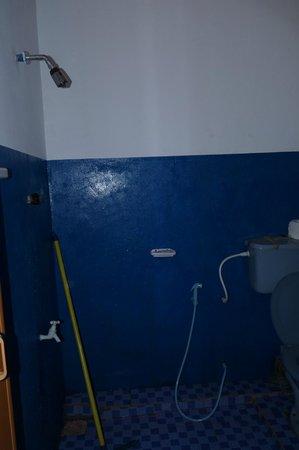 Shehan Guest House: Shower