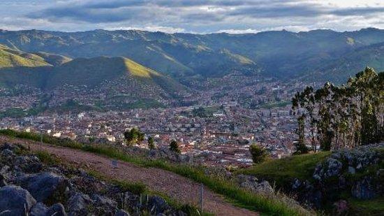 Q'enqo: View of Cusco below