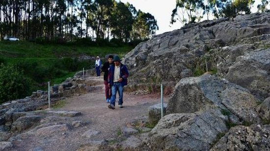 Q'enqo: Visiting the tombs