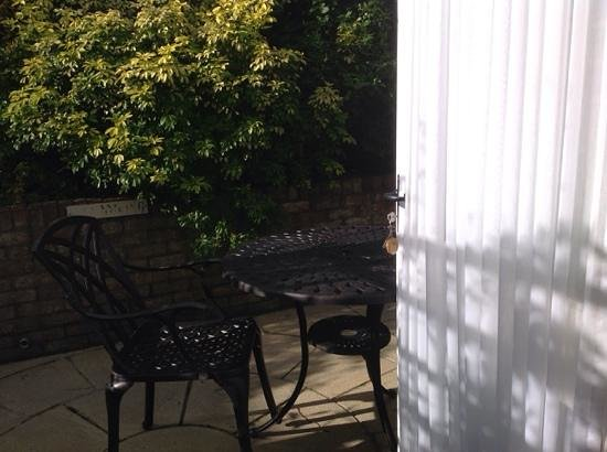 Cottage Lodge Hotel: The Wilverley's patio; a perfect place to enjoy a glass of wine (or tea!)