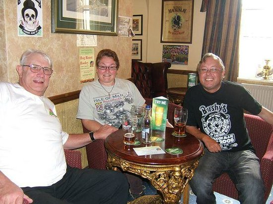 The Sulby Glen Hotel: Meet up with friends in the Lounge