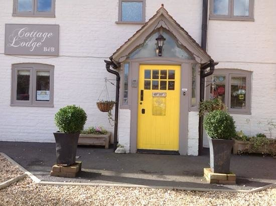 """Cottage Lodge Hotel: Not only does it """"look"""" welcoming - it IS welcoming, in every sense of the word."""