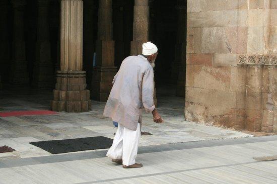 Jama Masjid : Entrando en la sala de las columnas