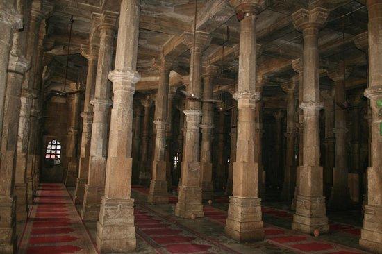 Jama Masjid : Sala de las columnas