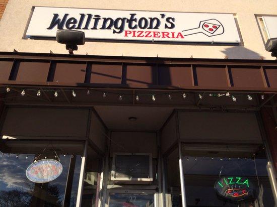 Wellington's Pizzeria : Outside