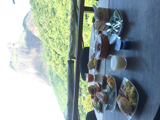 TuAkAzA Exclusive Boutique Lodge: Breakfast with a view