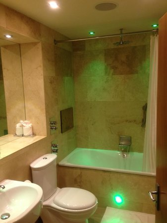 The Crown Spa Hotel : Lovely bathroom