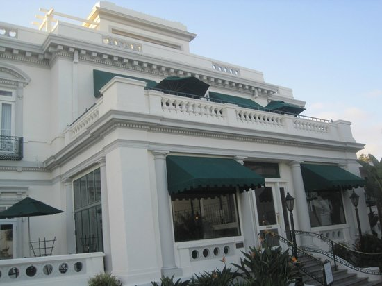 Glorietta Bay Inn : Front entry