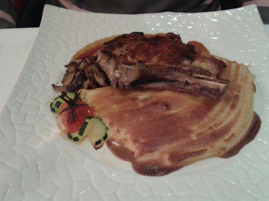 Auberge de la Gueulardiere: Côte de veau et macaronis trop cuits