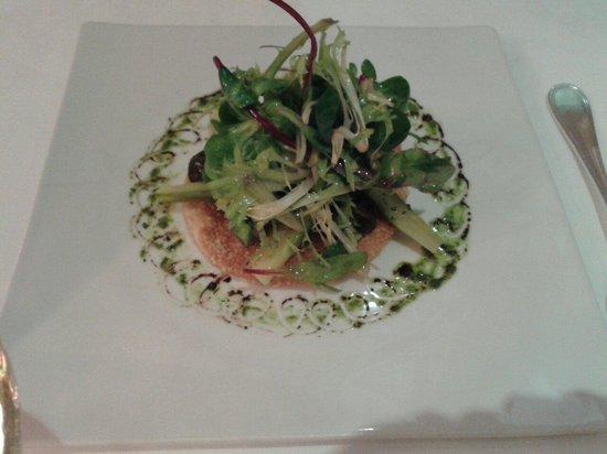 Auberge de la Gueulardiere : Salade en sachet sur tarte fine aux escargots