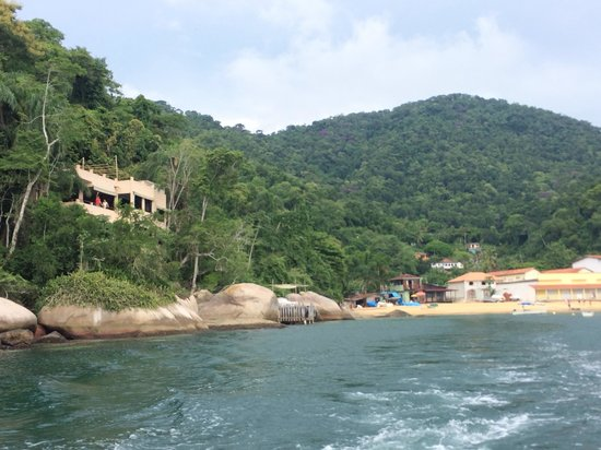 Vila Pedra Mar: Approaching the villa by boat