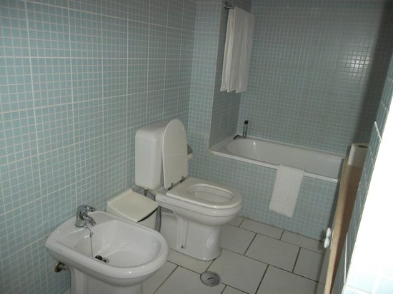 Pateo Village Apartments : Bathroom