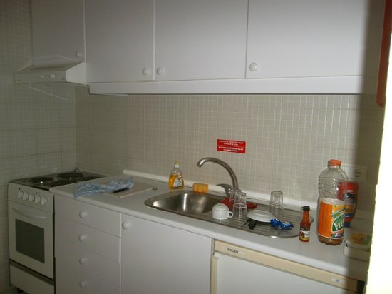 Pateo Village Apartments : Kitchen