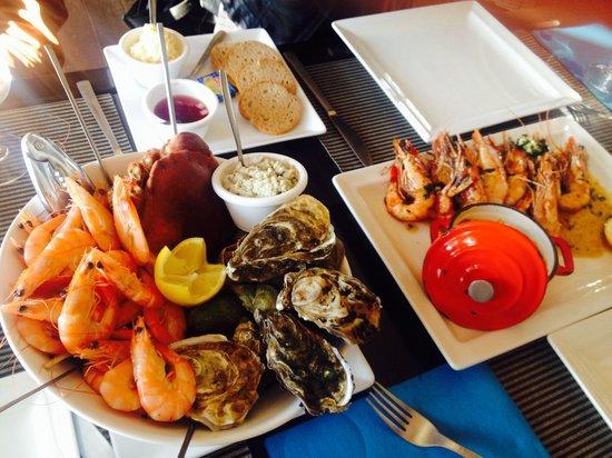 La Voile Bleue : 海鲜拼盘和大虾