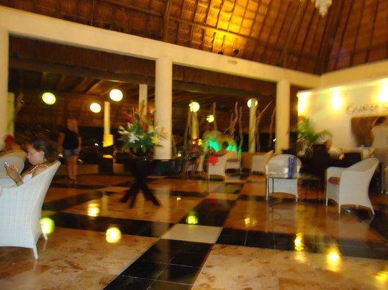 Sandos Caracol Eco Resort: recepcion