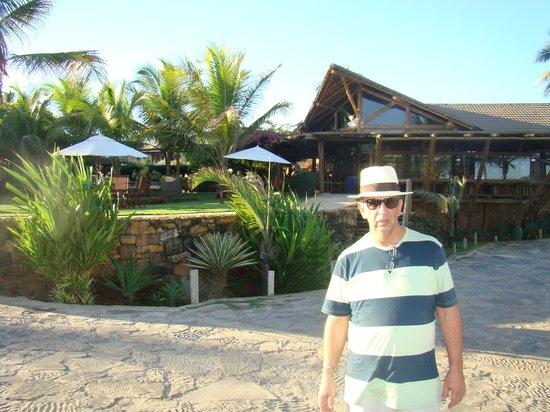 Aruana Eco Praia Hotel: Em frente ao Aruanã Eco Praia Hotel