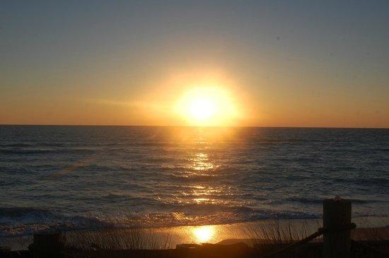 Pearl Beach Inn : Sunset from deck