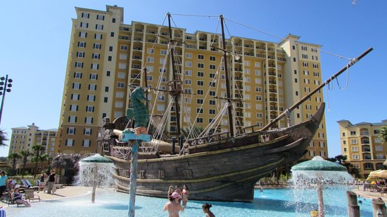 Lake Buena Vista Resort Village & Spa: cool pirate ship with waterslide