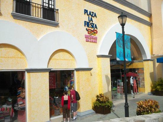 La Isla Shopping Village : Plaza la Fiesta