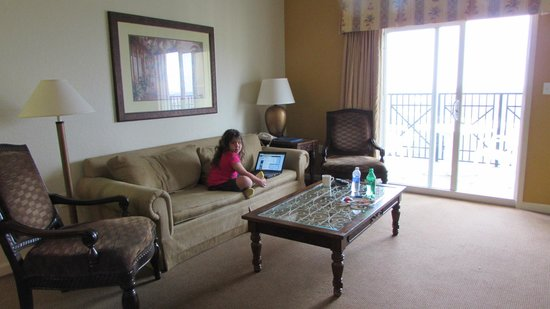 Lake Buena Vista Resort Village & Spa : living room with pullout couch