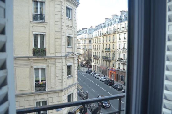 Hotel Saint-Jacques: vista do quarto triplo