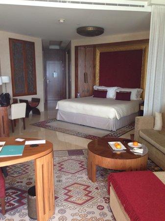 Raffles Dubai: Beautiful and spacious room